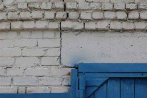 трещины в кирпичной кладке - строительная экспертиза