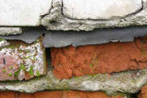 разрушение кирпичной стены выявленное при строительной экспертизе